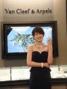 心斎橋に「ヴァン クリーフ&アーペル」 吉瀬美智子さん、5億円ジュエリー身に着け登場