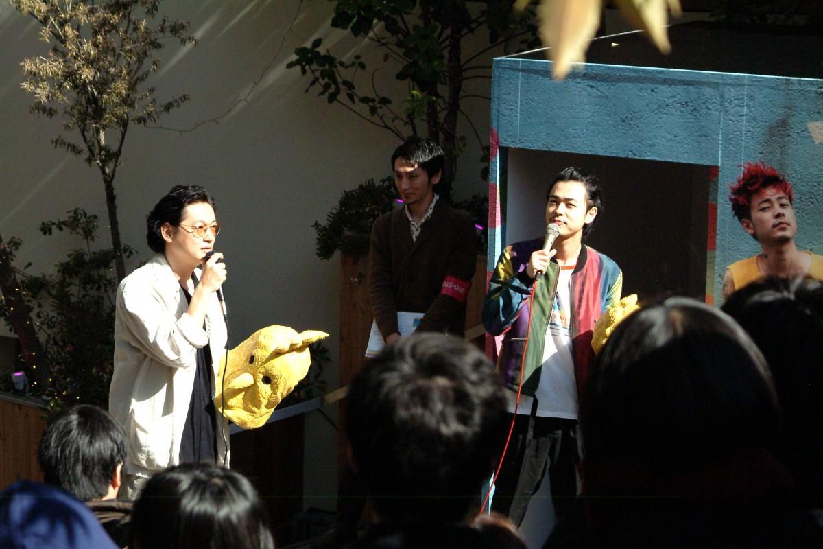 心斎橋BIGSTEPの階段広場に登場した井浦新さんと成田凌さん