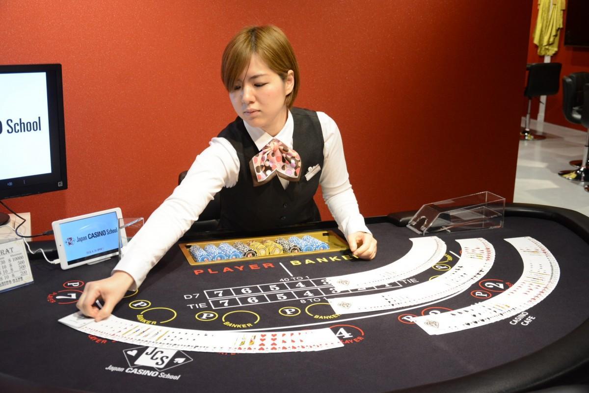 本場のカジノの雰囲気でディーラー実技を学ぶ