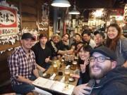 訪日外国人向けローカルツアー「大阪バーホッピング」 日本人に混ざって食べ歩き
