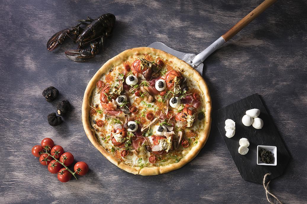1万5,000円の高級ピザは「インスタ映え」も意識した