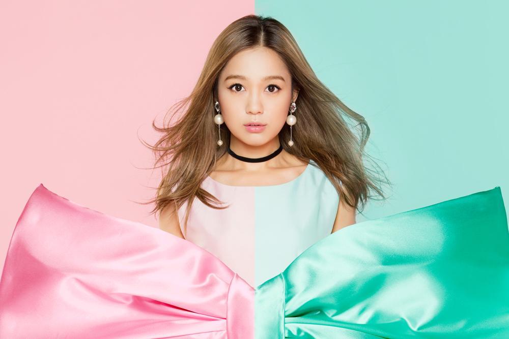 11月21日のベストアルバムを2タイトルリリースする西野カナさん