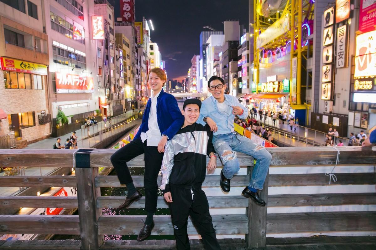 学生団体「Allstar Renmen」の前田海斗さん(左)、梅田なるさん(中)、西尾流星さん(右)