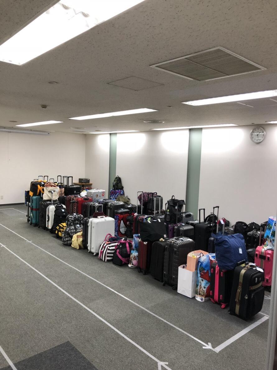 大規模イベント時にはたくさんの手荷物を預かる(難波御堂筋ホール)