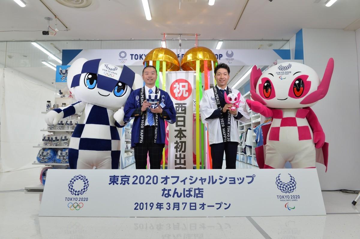 (左から)ミライトワ、山名さん、秋山さん、ソメイティ
