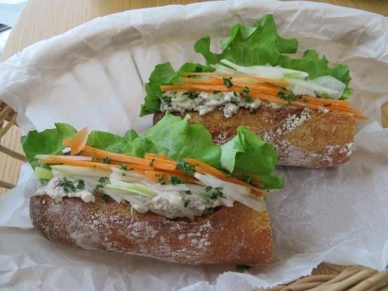 「サバ缶と豆腐で、ベトナム風サンドイッチ!ヘルシーバインミー」