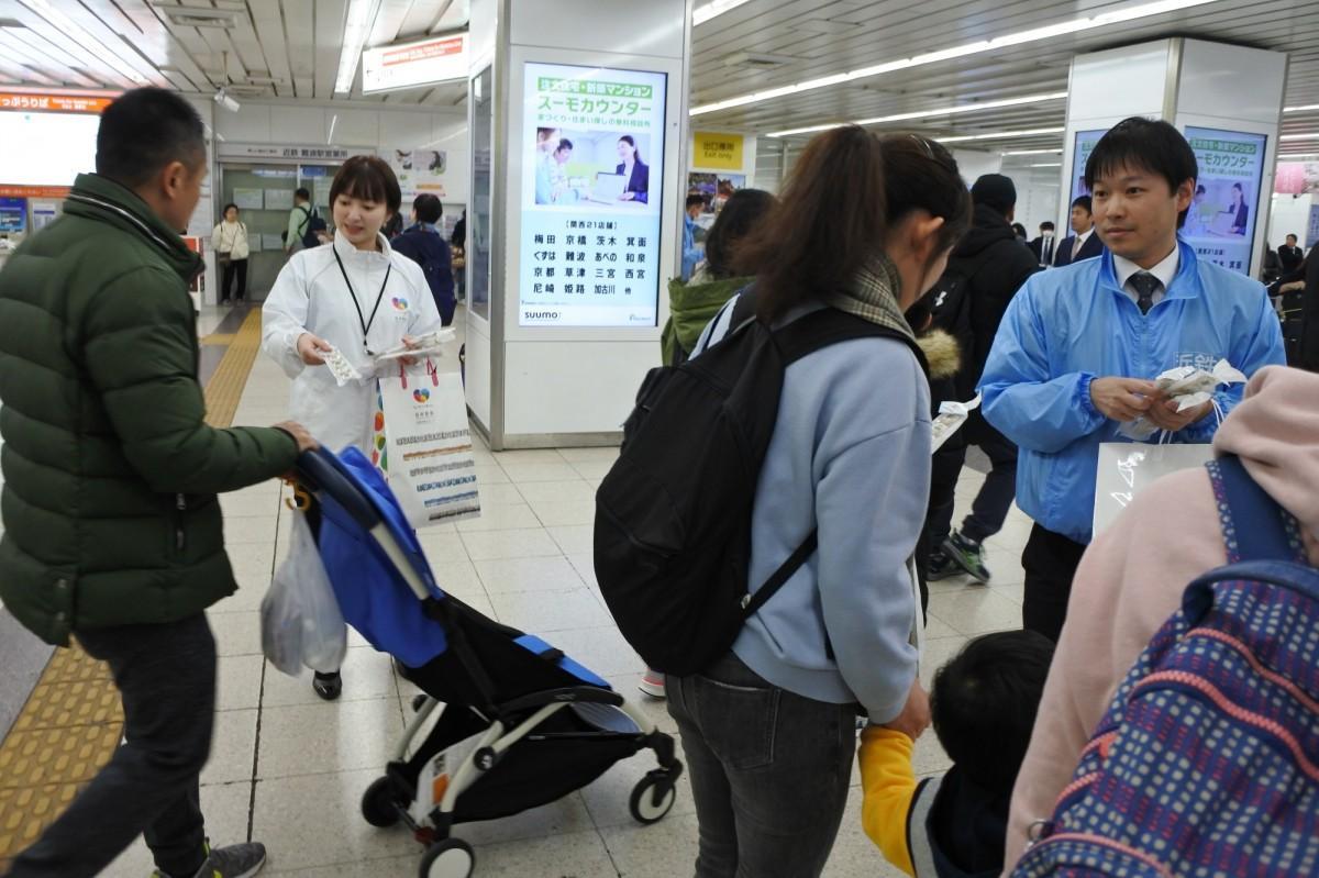 大阪難波駅でアイシングビスケットの配布が行われた