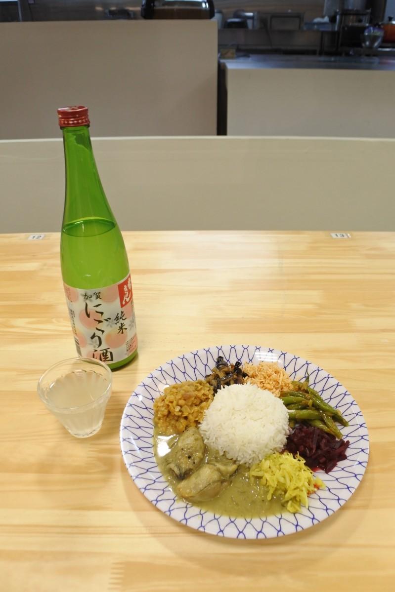 イートインスペースで提供する日本酒とカレーのペアリング