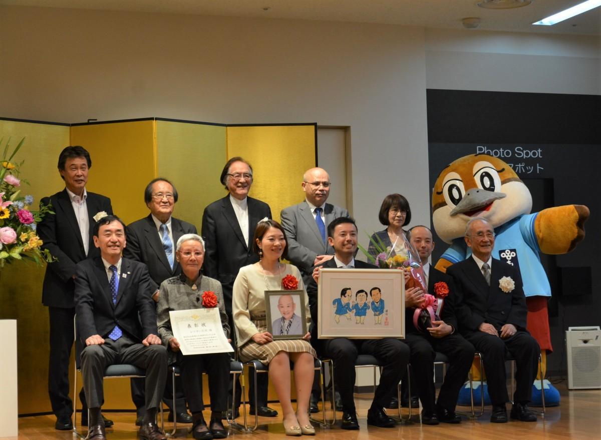 新井純大阪府副知事らも出席した表彰式の様子
