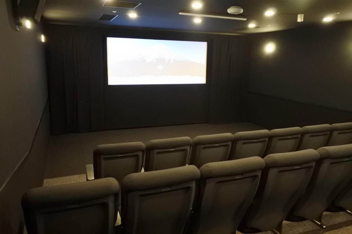 松竹関西支社の映画試写室