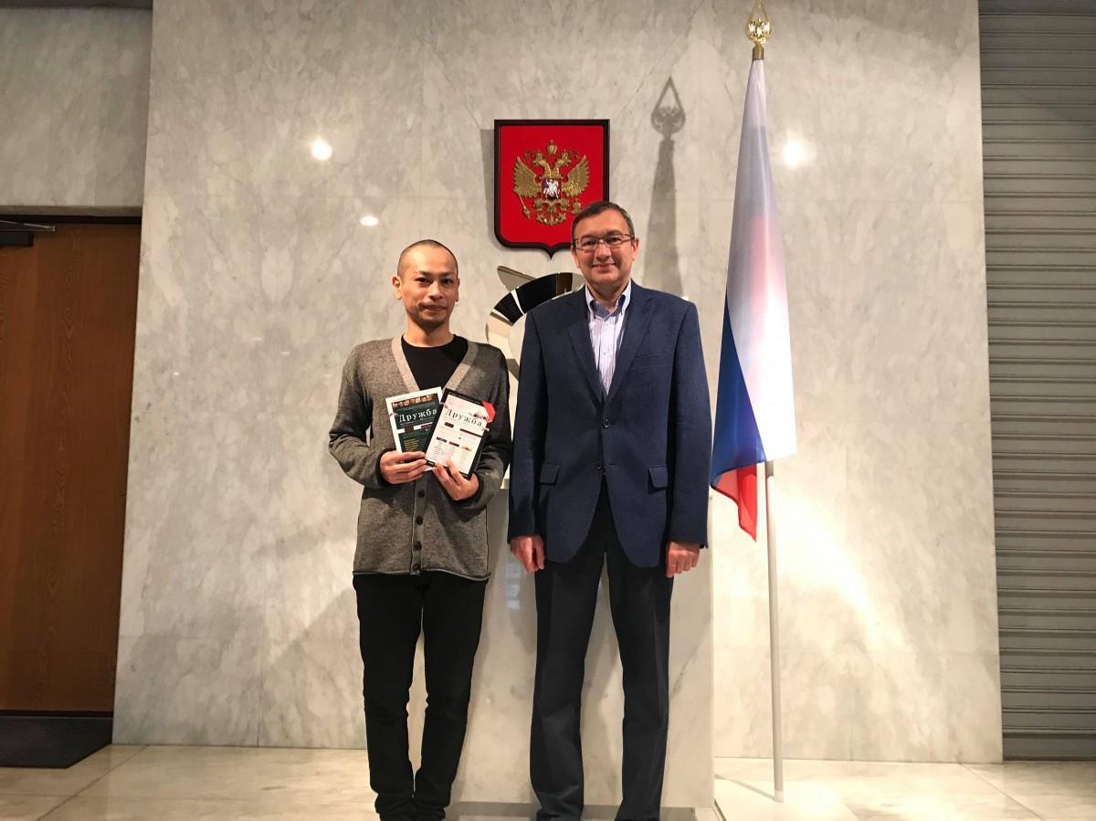 IDPS主任講師坂田大輔さんと在阪ロシア連邦総領事館のリャボフ・オレグ総領事
