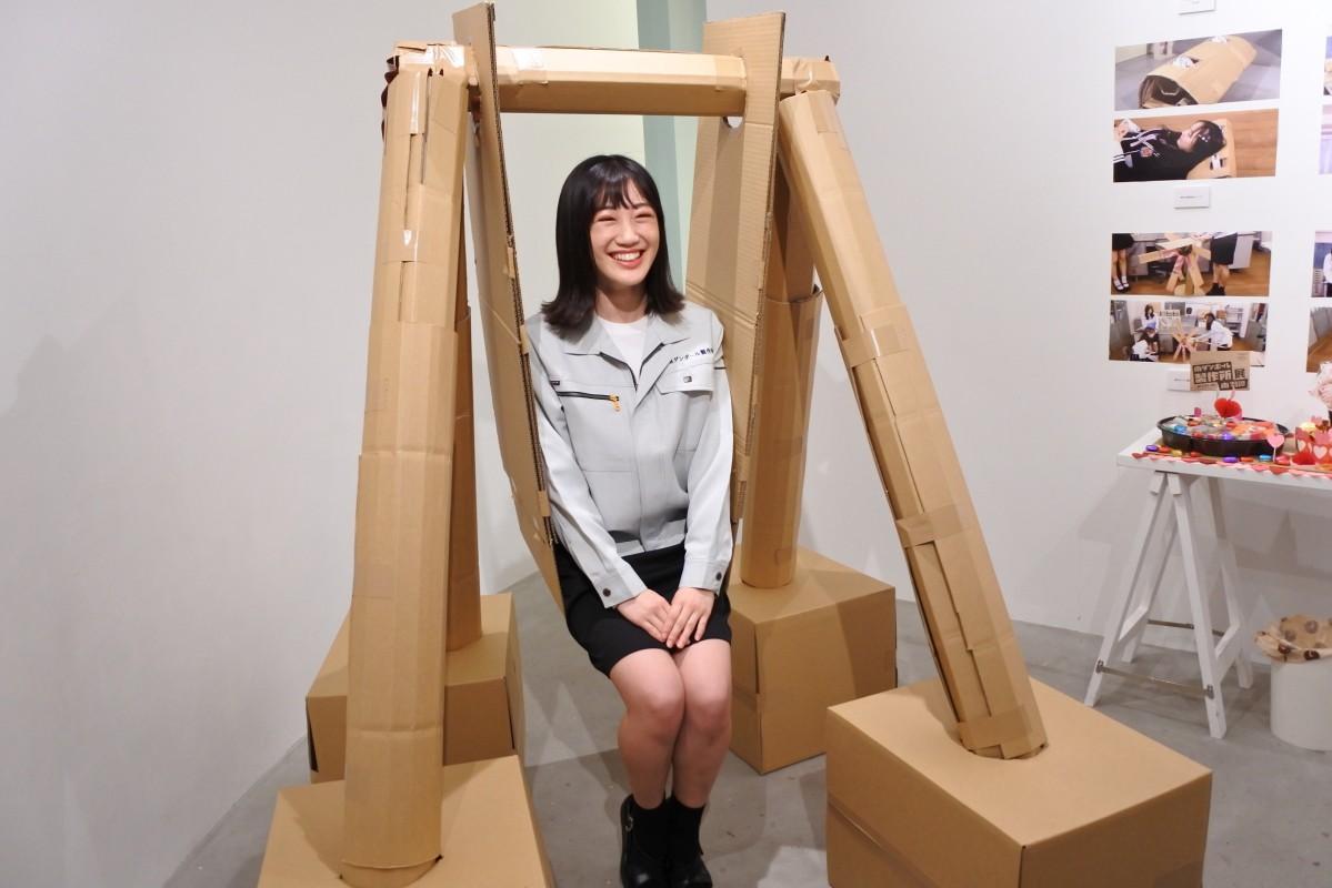 一番の自信作「ただのブランコ」とNMB48メンバー南羽諒さん