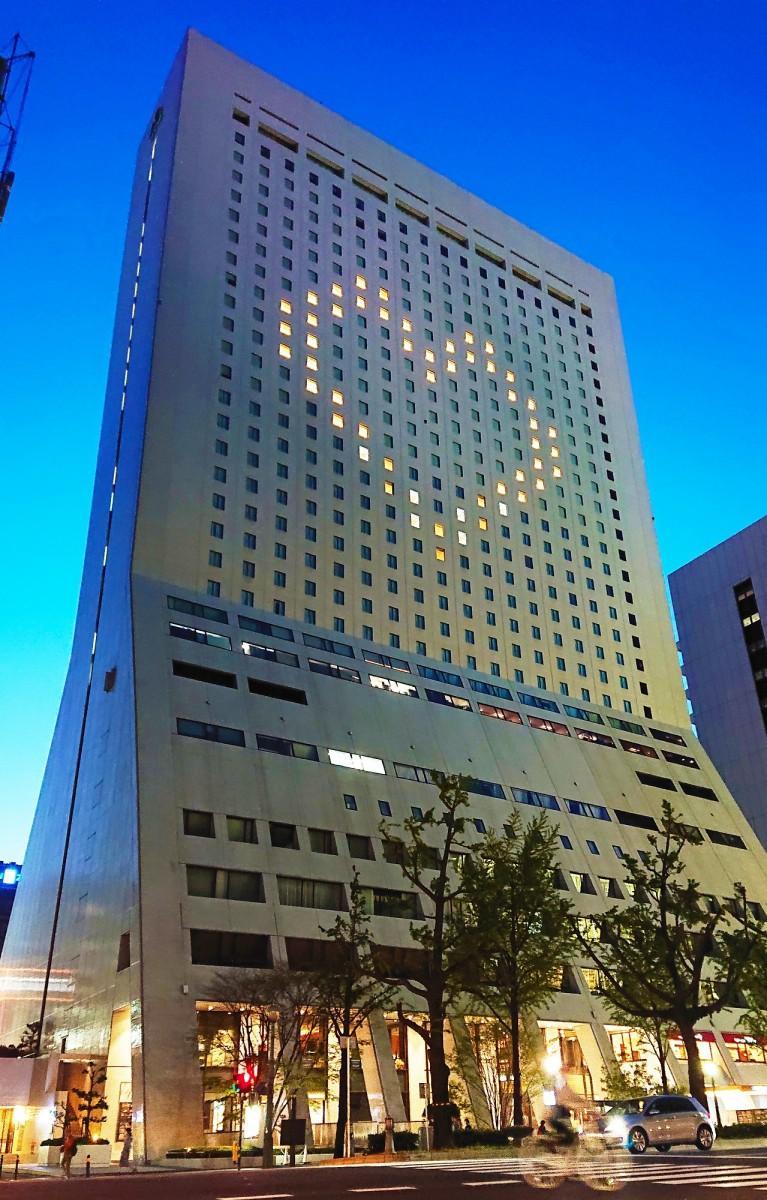 ハート型にライトアップしたホテル日航大阪