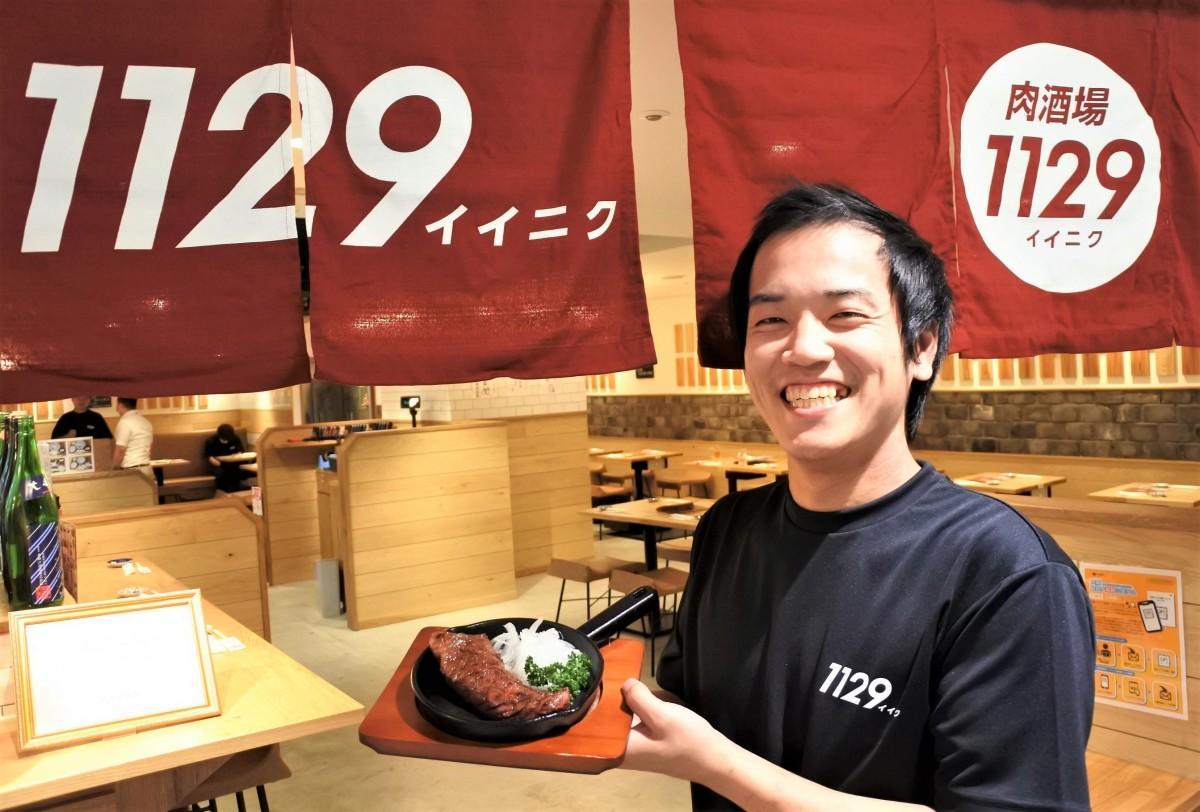 ディナーの「肉酒場1129」は赤いのれん