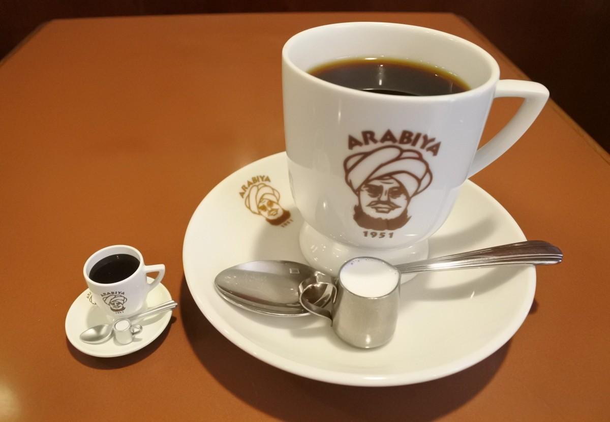 「アラビヤコーヒー」の看板メニューがミニチュア化(ミニチュアは商品サンプルのため、実際の製品とは異なる)