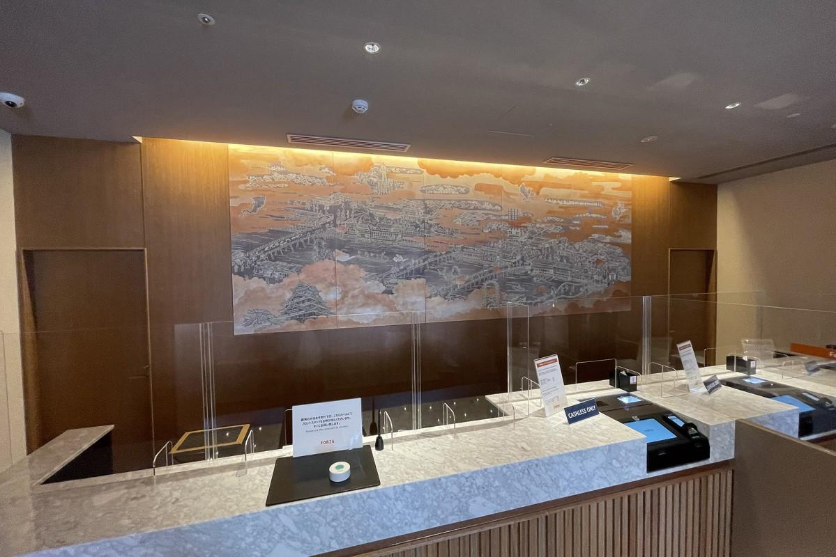 道頓堀商店街に唯一のホテル「ホテルフォルツァ大阪なんば道頓堀」開業 カウンター