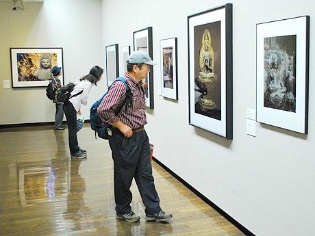 大和の仏像をはじめ、京都や大阪などの仏像写真のみ約160点展示
