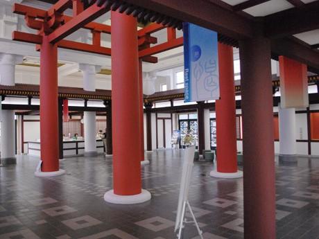 奈良市総合観光案内所の館内
