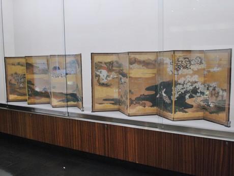 大和文華館で開かれている「『物語と絵画』文学と美術の出会い」に、展示されている「宇津保物語図屏風」