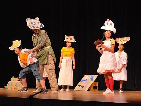 第18回暴力団・銃器追放奈良県民大会で演劇を披露するWACのタレントら