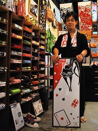 奈良の新しい土産物として人気を集めている手ぬぐい専門店「朱鳥」