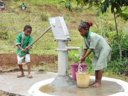 昨年のTAP TOKYOの募金でマダガスカルの小学校に完成した井戸 ©日本ユニセフ協会/2009/satomi matsui