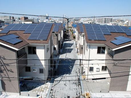 奈良市大森西町にできた、太陽光発電パネルを設置した一戸建ての賃貸住宅