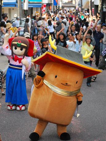 奈良・花芝商店街で行われたマイケル・ジャクソン ダンストリビュート