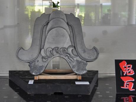 入江泰吉記念奈良市写真美術館で開かれている「鬼瓦」展
