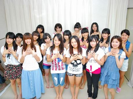 奈良のご当地アイドルプロジェクト「Le Siana(ルシャナ)」の研究生の17人(写真は8月19日に撮影)