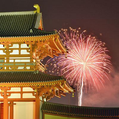 奈良市の市街地から上がる唯一の打ち上げ花火。「第5回なら奈良まつり」で