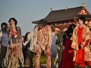 奈良・早朝の平城宮跡にゾンビ現る キレのあるダンスを披露
