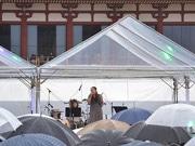 雨の中で元ちとせさんが熱唱 「平城京天平祭」閉幕