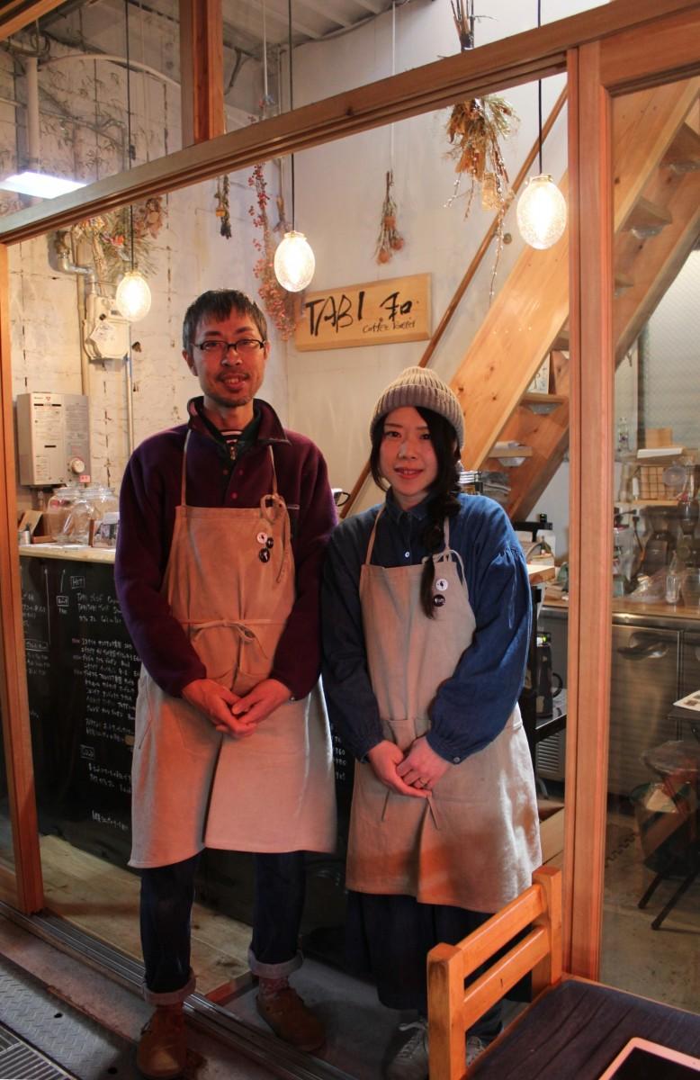 宏治さんが焙煎し、裕子さんがハンドドリップを担当