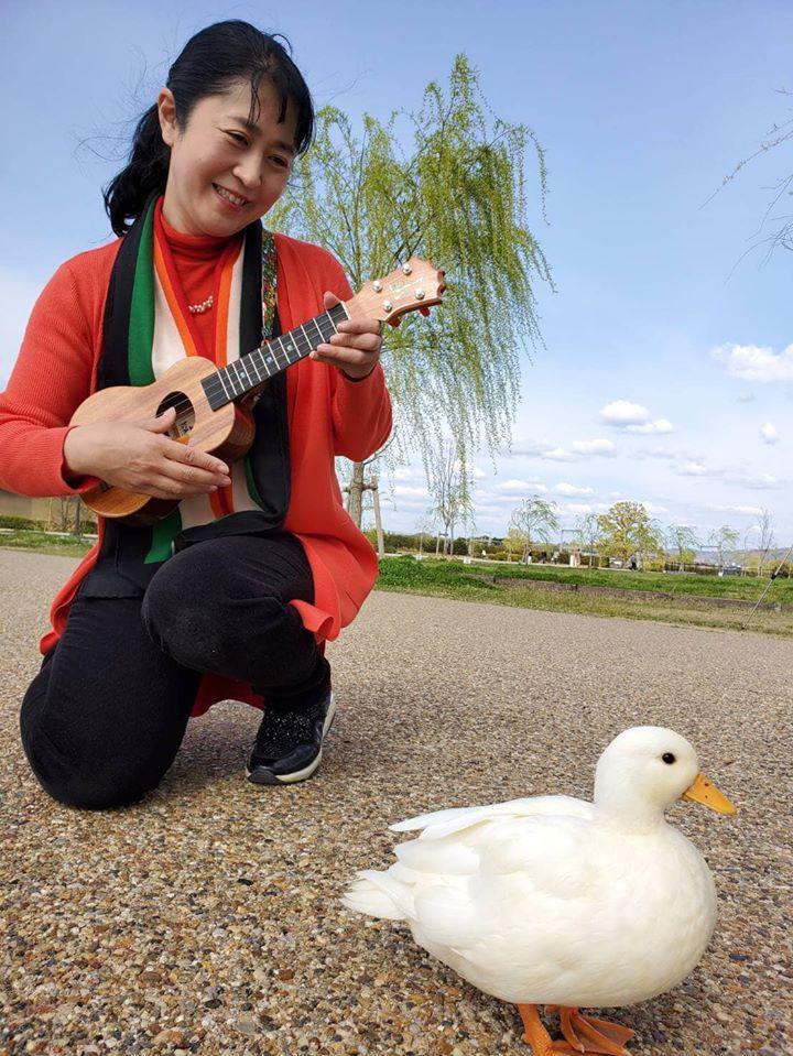 自称「奈良の観光特別大使」アヒルのKちゃんと小林康子さん