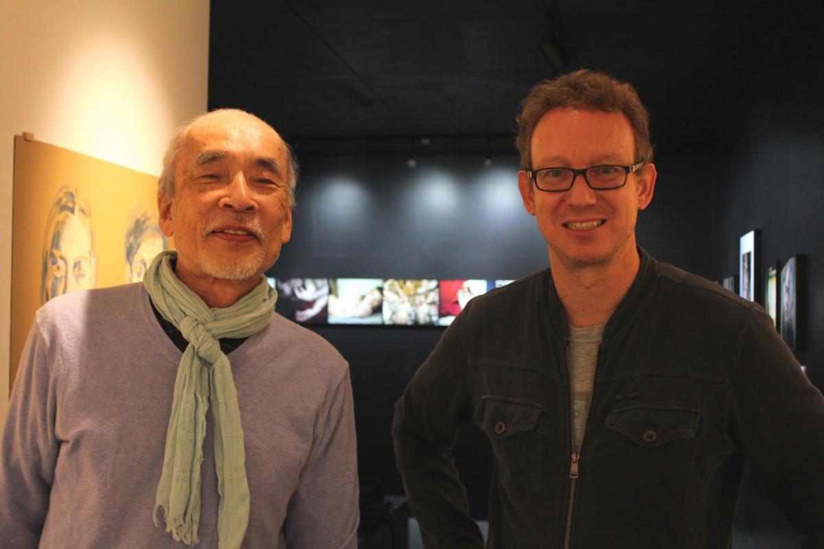 作品搬入時の画家の平野游さん(左)と、写真家のYann Becker(ヤン・ベッカー)さん