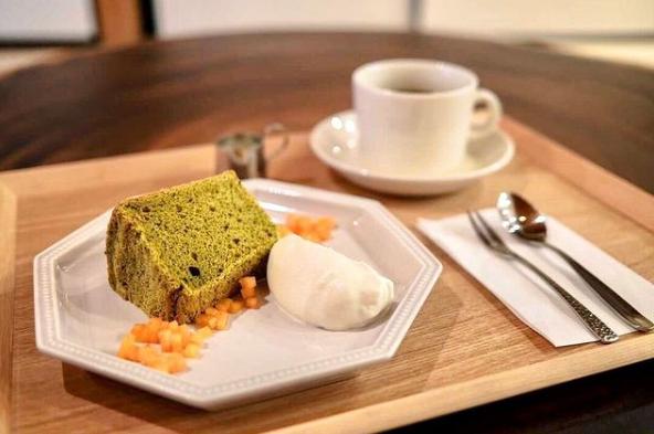 主力の米粉シフォンケーキ、コーヒーの豆はスペシャリティー