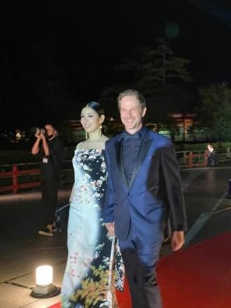東大寺で「なら国際映画祭」開幕 声明響くレッドカーペットに俳優陣ら