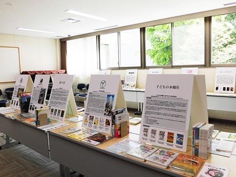 展示風景(関町図書館)