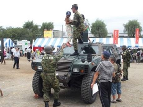 陸上自衛隊の特殊車両展示(昨年の様子)
