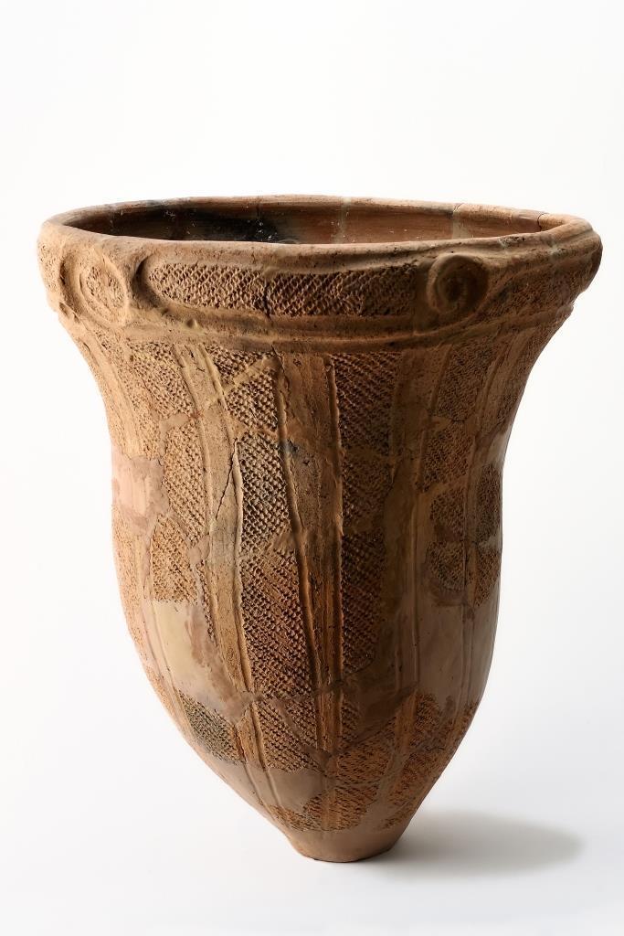 展示する土器の一部。堀北遺跡 加曽利(かそり)E式土器