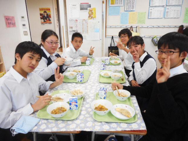 学校給食に「練馬大根」 引っこ抜き大会の大根を使用