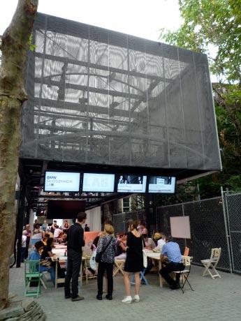 「BMW Guggenheim Lab」のファサード