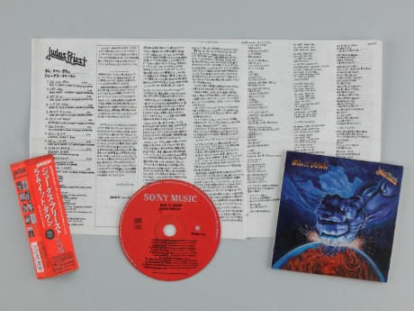 CDの解説文、歌詞、カバーなど全て手描きで複製した相川勝さんの作品「CD's」2007年(写真提供:eitoeiko)