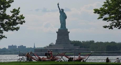 ガバナーズアイランドから見える自由の女神像