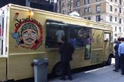 NYに初の日本食フードトラック「OKADAMAN」-お好み焼きに長蛇の列