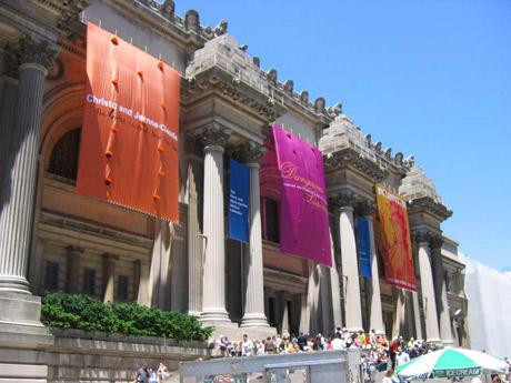 いつも賑わうメトロポリタン美術館 Photo Credit: Majonaise