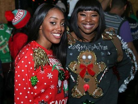 クリスマスセーターでホリデーシーズンを楽しむ Photo Credit: Fun With Friends NYC
