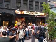 いきなり!ステーキ、NYブロードウェーに新店 オープン日に行列も