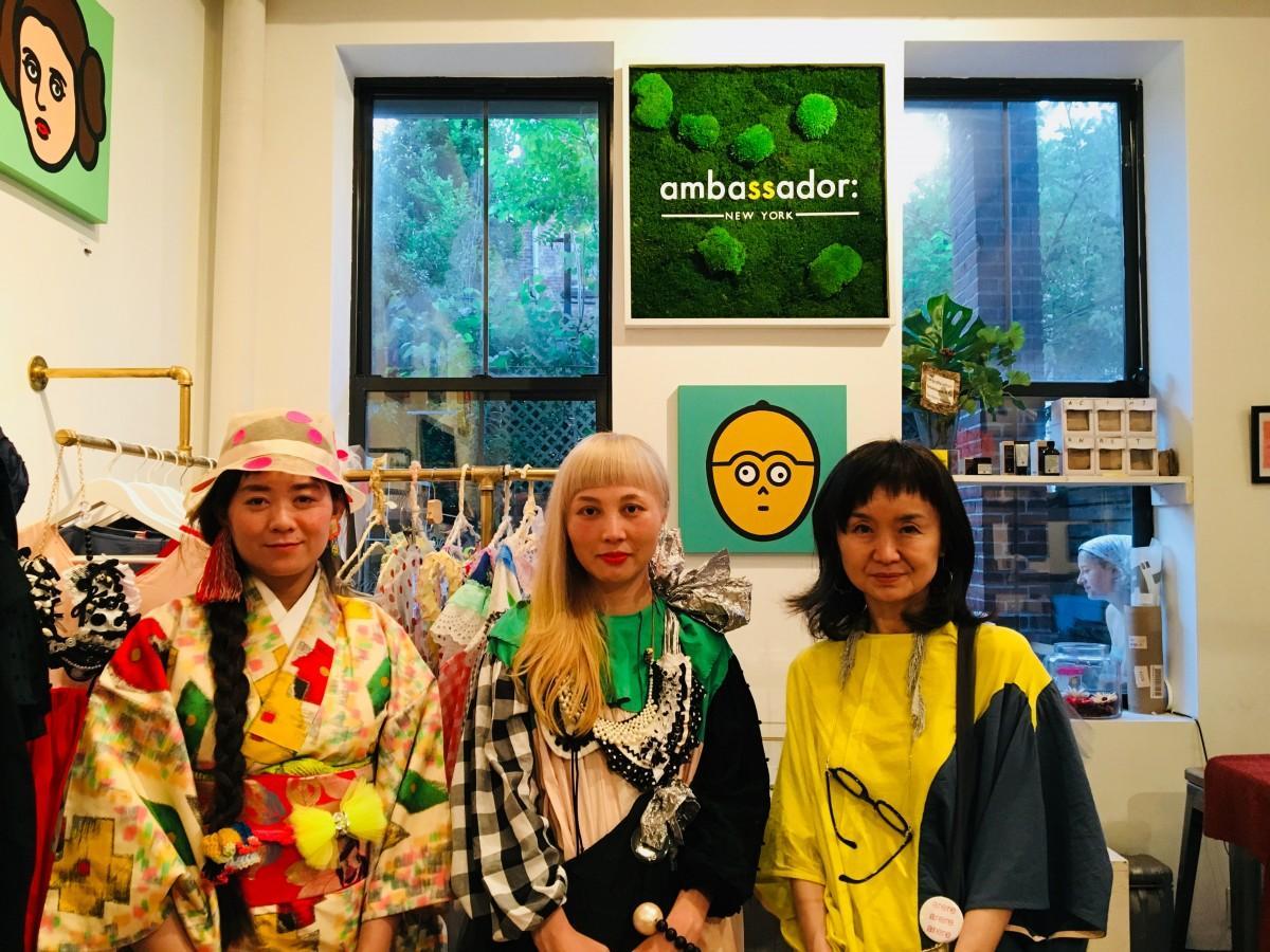 デザイナー佐藤菜美さん(左)、高井知寿子さん(中央)、辻和美さん(右)